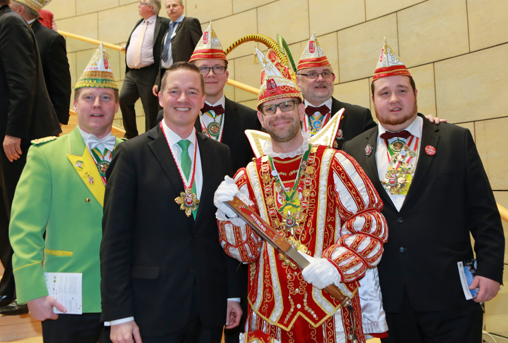 Gregor Golland begrüßt Prinz Moritz I. im Landtag