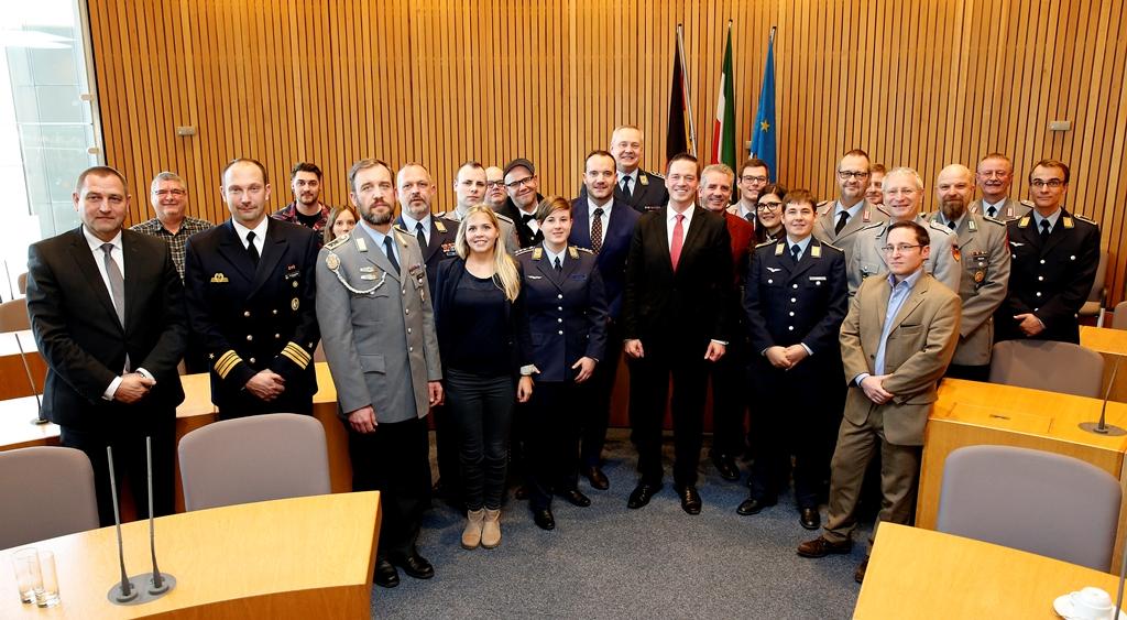 Soldaten zu Besuch im Landtag