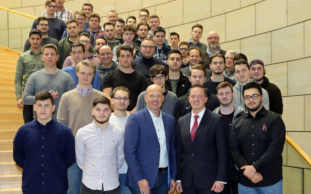 RWE-Auszubildende zu Besuch im Landtag