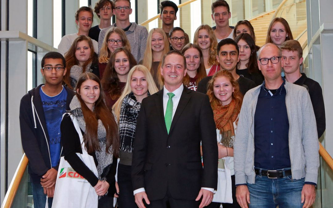 Schüler des Max-Ernst-Gymnasium Brühl zu Besuch im Landtag