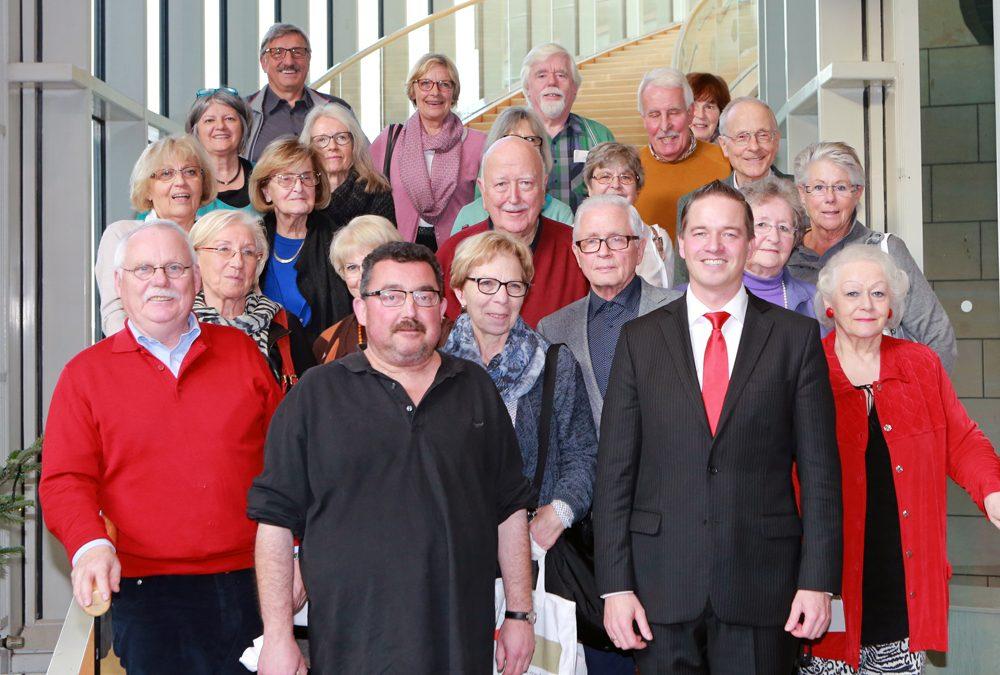 Erftstädter Senioren- und Behindertenbeirat besucht Gregor Golland im Landtag