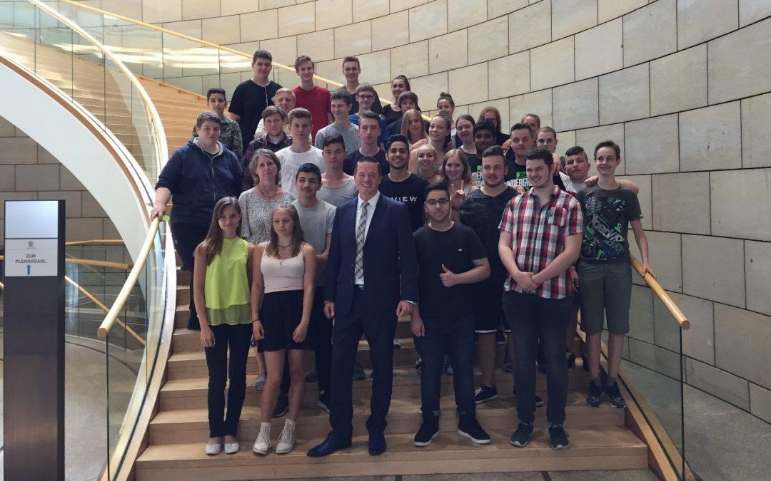 10c der Gottfried-Kinkel-Realschule zu Besuch im Landtag