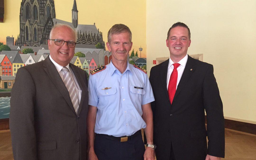 Golland gratuliert Generalleutnant Schelleis