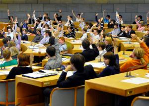 Jetzt bewerben: Drei Tage auf den Plätzen der Abgeordneten