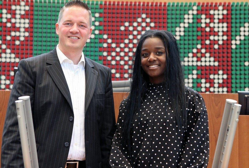 Praktikum: Serena Bofulu entdeckt eine neue Welt im Landtag Düsseldorf