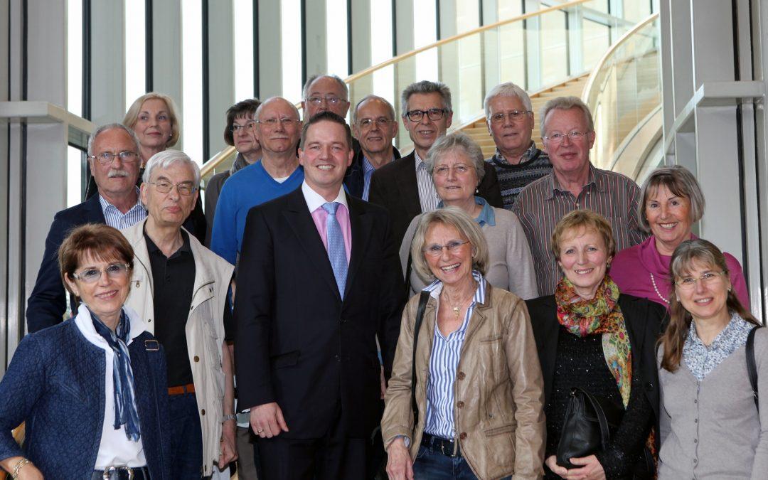 Walkingfreunde aus Brühl zu Gast im Landtag
