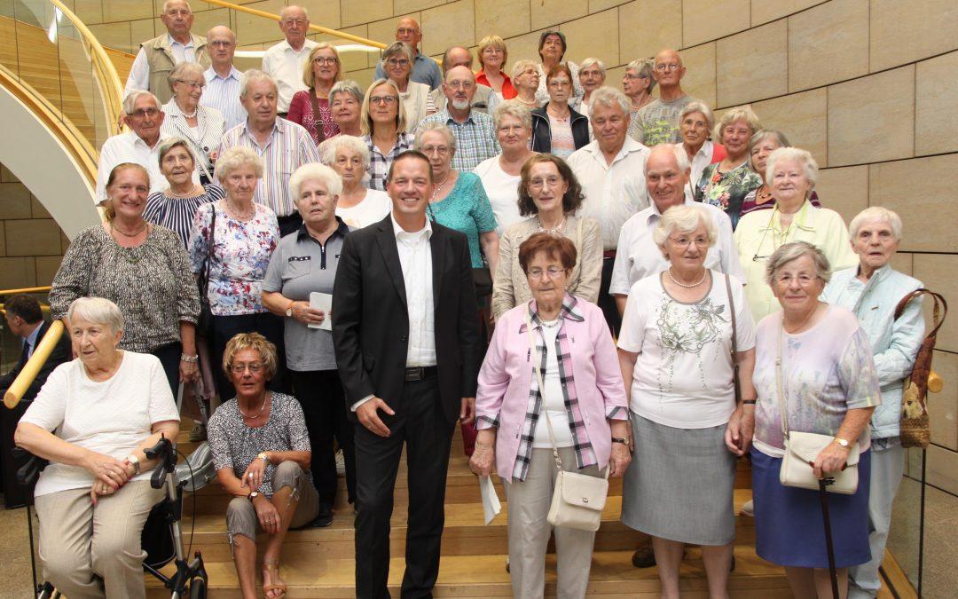 Golland empfängt Seniorenkreis St. Servatius im Landtag