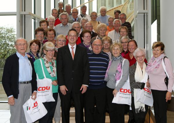 Kirchenchor St. Matthäus aus Brühl besucht Golland im Landtag