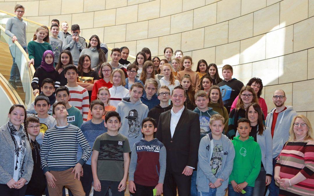 Schüler der Erich-Kästner-Realschule beim Girls' and Boys' Day im Landtag
