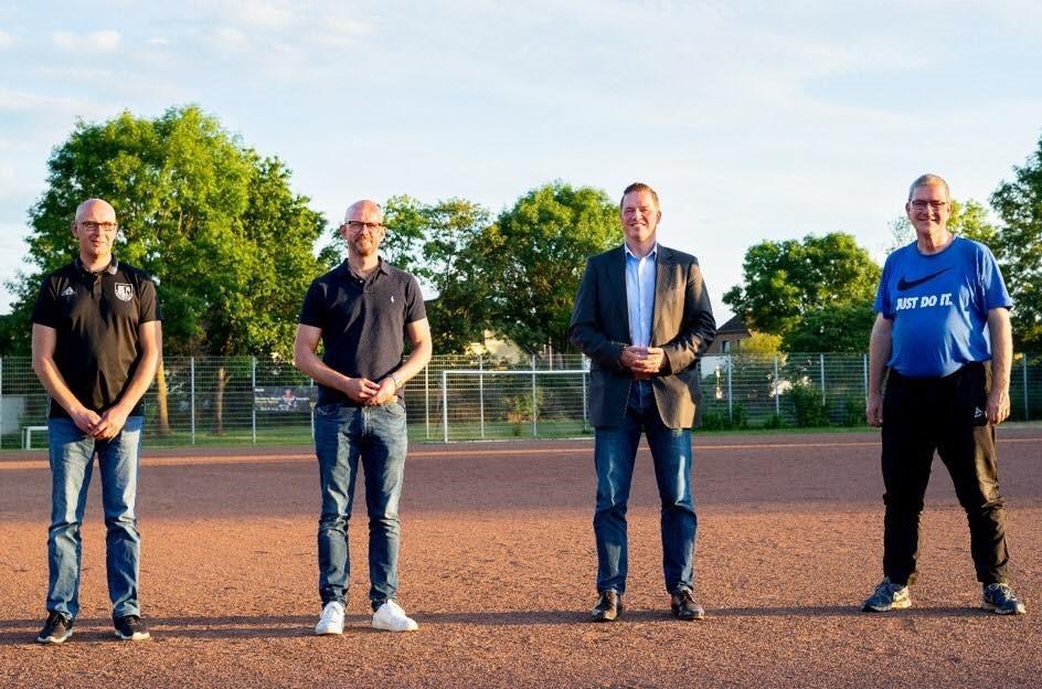 Landtagsabgeordnete Golland und Bombis unterstützen Anliegen für Kunstrasenplatz in Friesheim