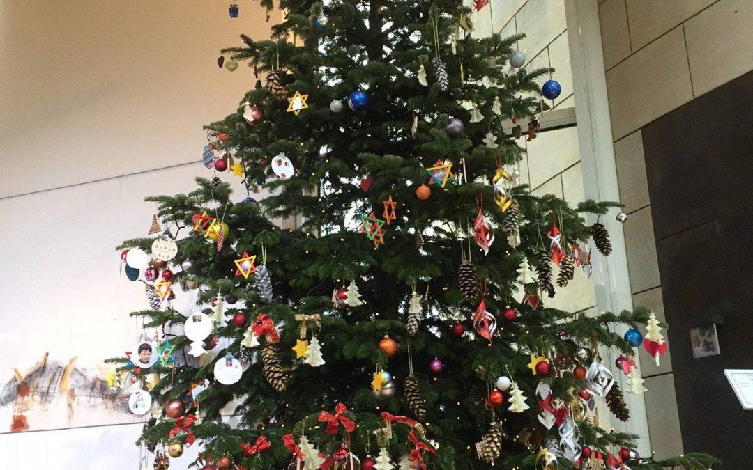 Selbstgebasteltes für den Tannenbaum im Landtag
